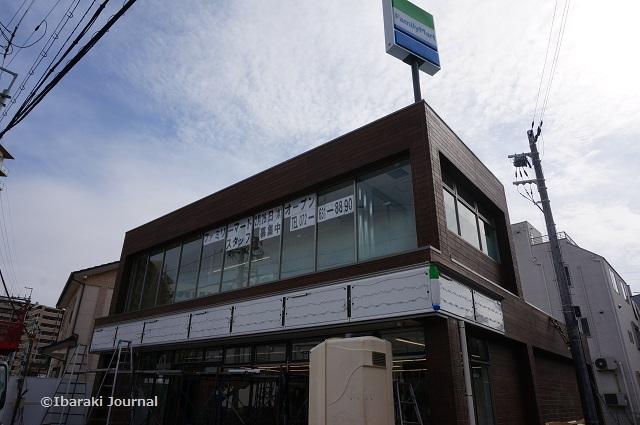 総持寺ファミリーマート2階建て0216DSC01749