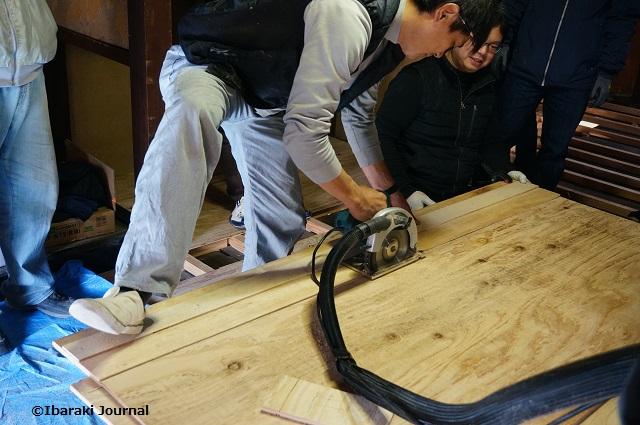 床材すきま埋めカットDSC01602