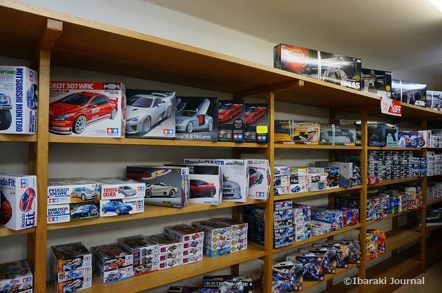 東京堂模型店店内左側の棚DSC01702