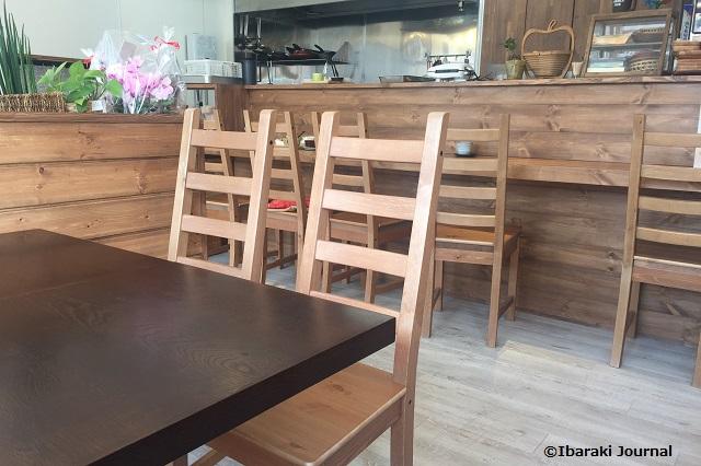 まめり店内テーブルとカウンター席IMG_1373