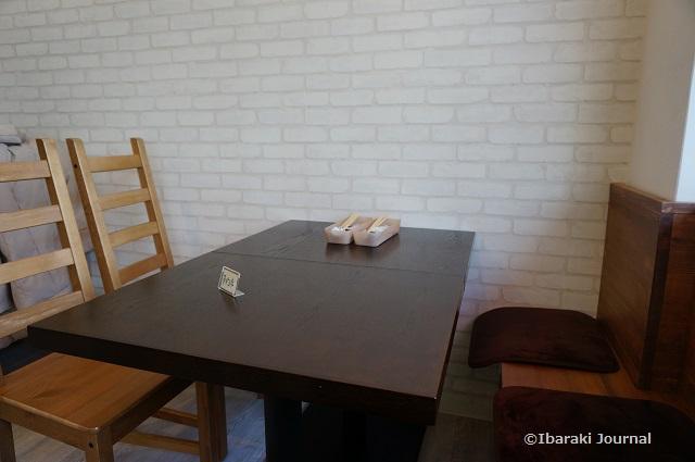 まめり店内テーブル席
