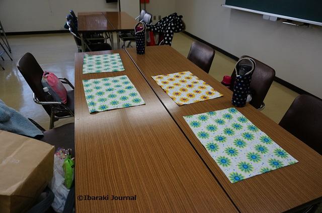 子ども食堂で子どもたちが準備DSC01737