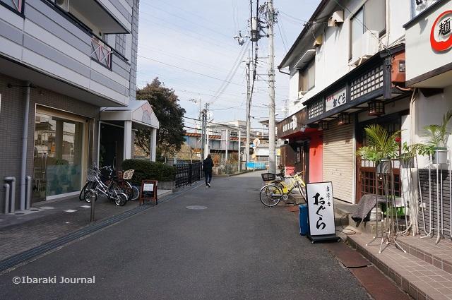 総持寺とら家より阪急のほうDSC01760