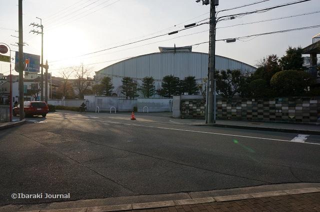 茨木高校の正門前DSC01351