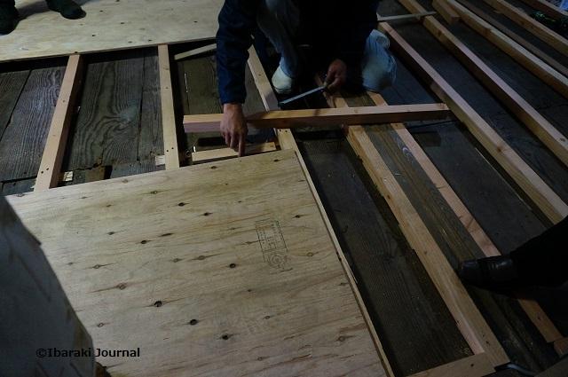 7根太の間に木材入れるDSC01530