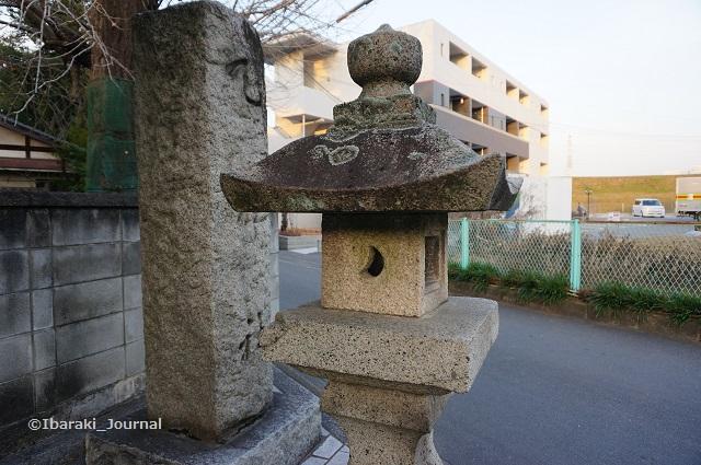 野々宮の天神社入口の燈籠DSC01385