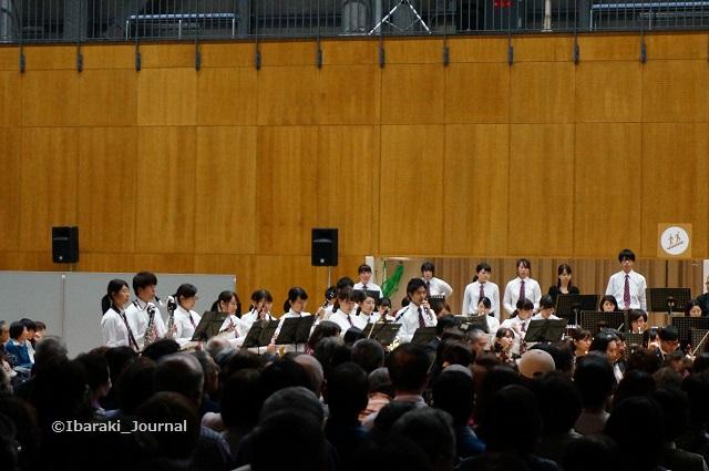 0328佐渡さんコンサートで立命館吹奏楽DSC02971
