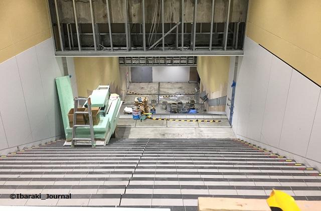 20180304JR茨木駅東側の階段1790