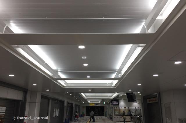 20180304JR茨木駅天井IMG_1784
