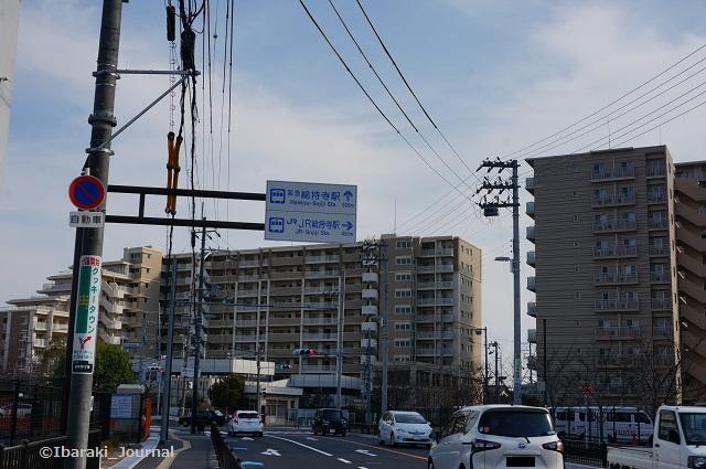 22総持寺交番のほう標識DSC01950