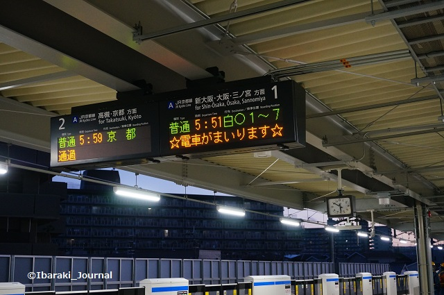 0317JR総持寺電車案内板DSC02039