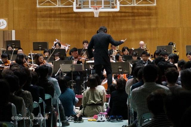 0328佐渡さんコンサートで親子席DSC02946