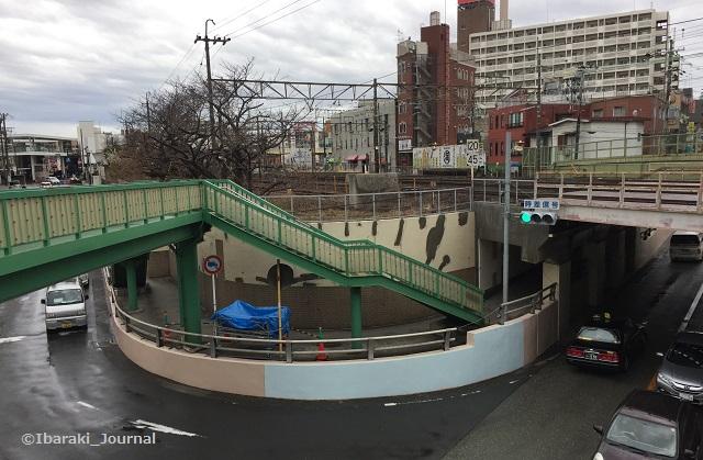 0308JR高架を陸橋からIMG_1862