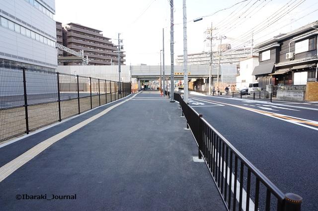 13近鉄バス総持寺口の新しいバス停のほうDSC01932