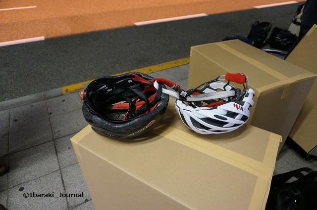 チームアラスカヘルメット2つDSC03534