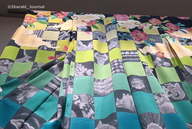 KIMONOプロジェクト着物を下から見上げるIMG_2532