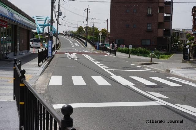 三島中そばファミマ前の道路DSC03827