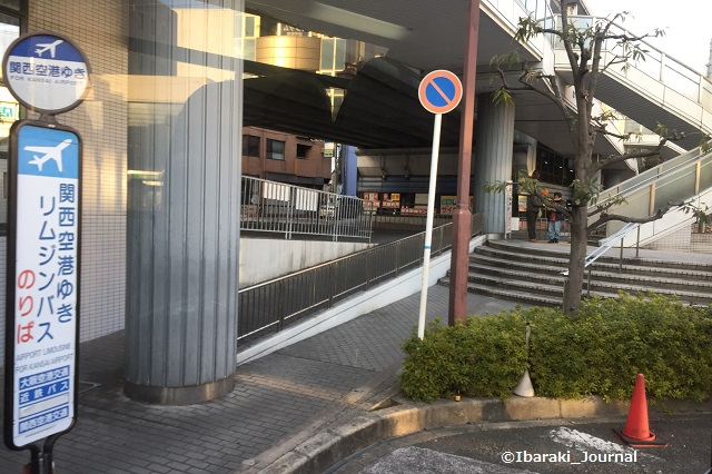 0112阪急茨木関空行きバス停2IMG_0839