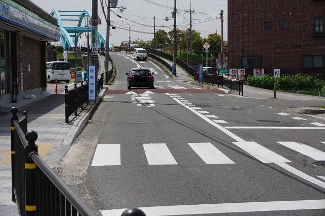 三島中そばファミマ前の道路2DSC03830