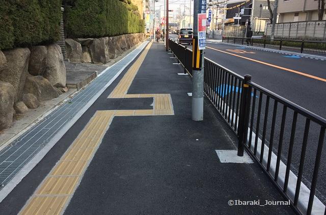 2018年3月阪急総持寺への歩道電柱移動してるIMG_2110