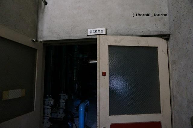 25市民会館電気機械室へ2DSC03979