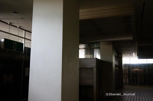 10市民会館柱DSC03924