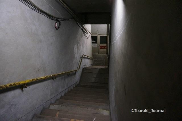 24市民会館機械室へDSC03974