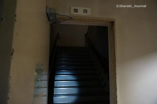 22市民会館2階への階段DSC03967