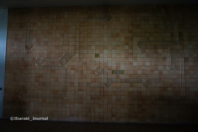 14市民会館1階壁面DSC03935