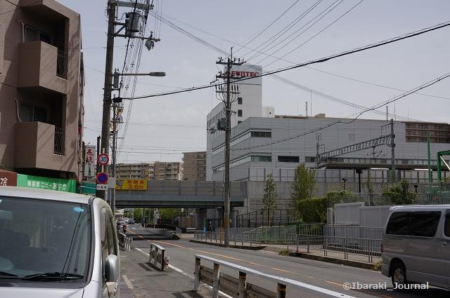 太郎前の道JR線路のほうDSC03848