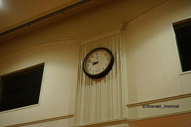 4市民会館ホールの時計DSC03915