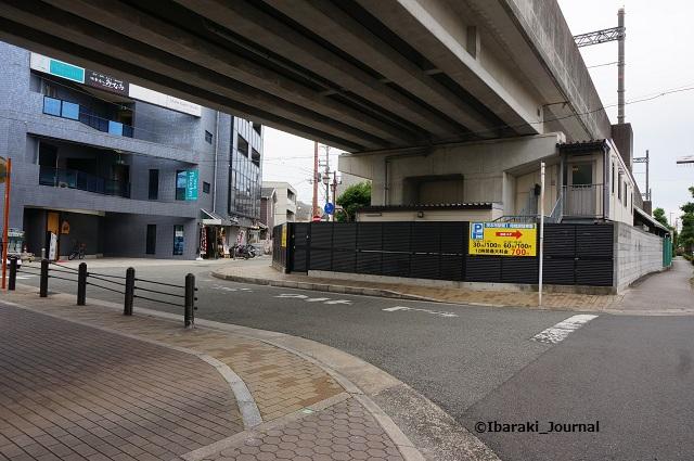 阪急高架の向こうにあまみDSC04970