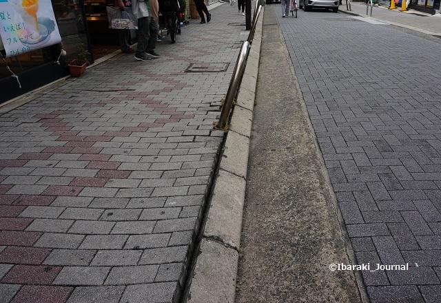 阪急周辺道路ひびDSC05191