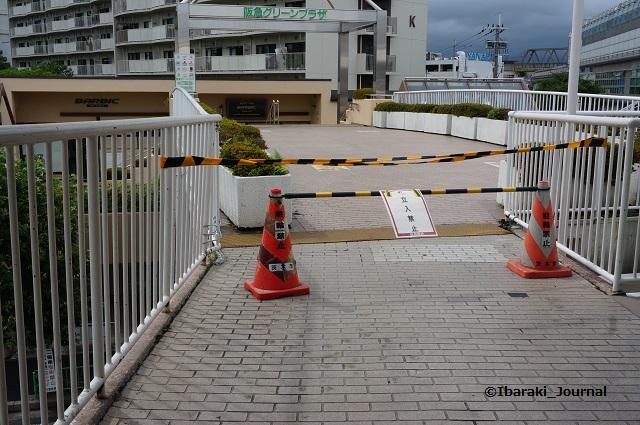 阪急側からグリーンプラザへは階段NGDSC05481
