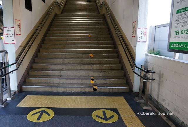 南茨木梅田方面階段DSC05499