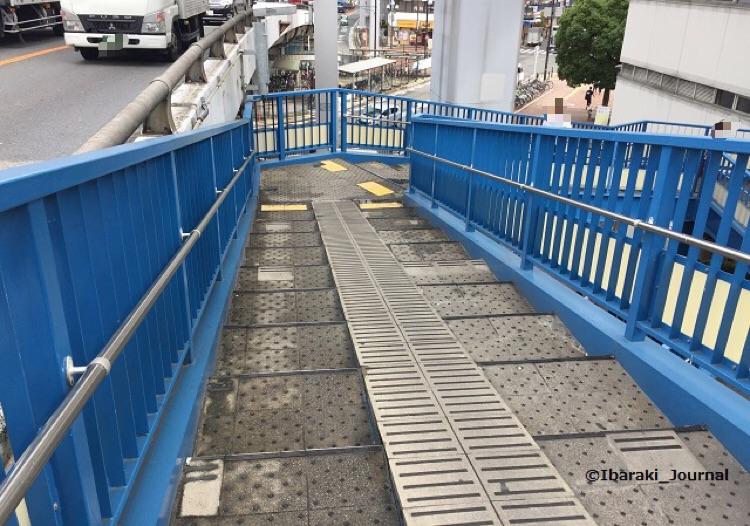 4陸橋階段の様子IMG_3444