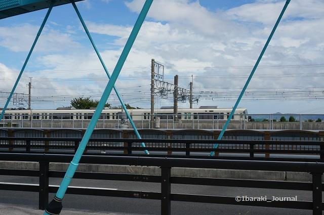 安威川を渡るJR電車DSC05922
