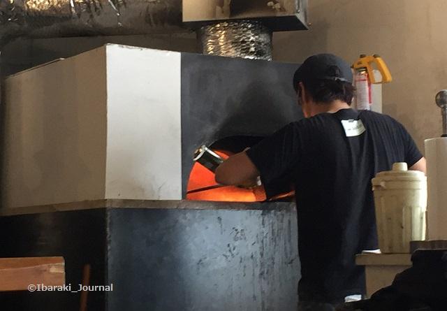 Triveni窯で焼くところIMG_4021