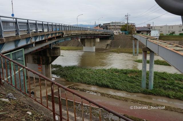 千歳橋から安威川DSC06094