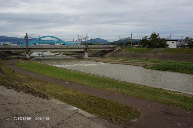 千歳橋から安威川を北へ4DSC06113
