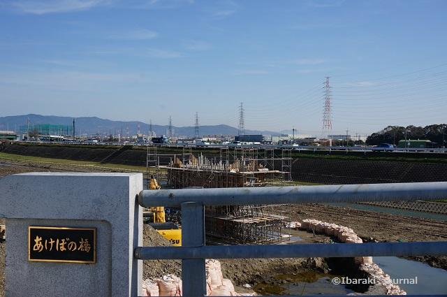 いまのあけぼの橋から工事のほうを見るDSC02653