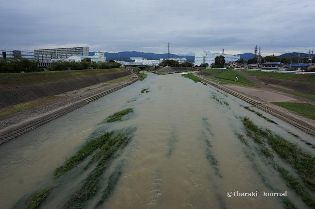9月8日安威川を橋の上からDSC06166