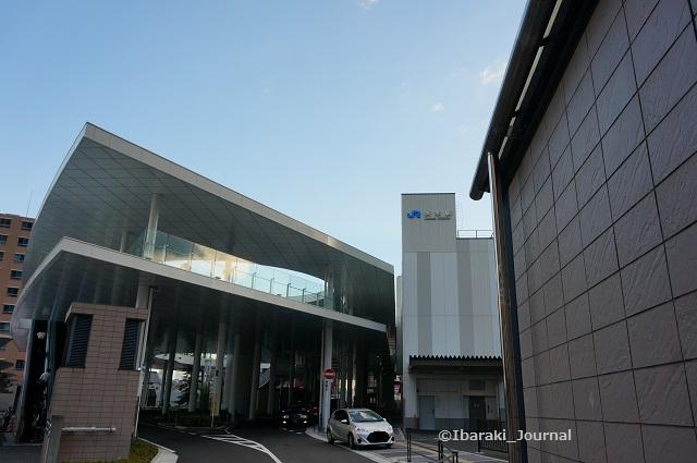 JR茨木東側を交番側からDSC06033