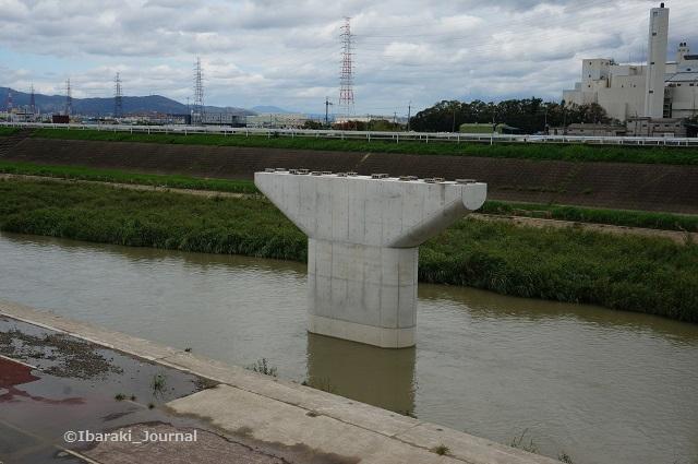 新しいあけぼの橋橋脚DSC06405