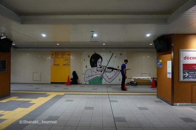 0930JR総持寺駅9月からの展示改札から1DSC06683