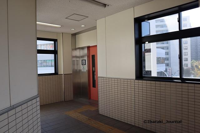 阪急南茨木駅梅田エレベータ改札階のところIMG_7151