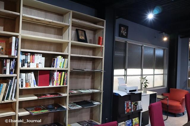 YOUBA室内の図書などIMG_7472