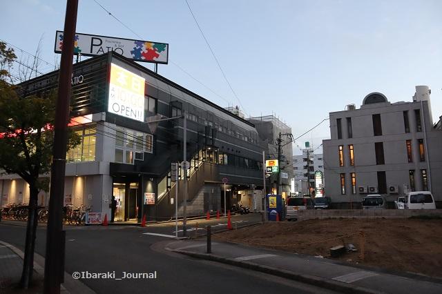 阪急茨木東側のパチンコ屋さんIMG_7432