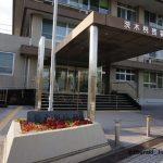 茨木税務署外観入口のところ