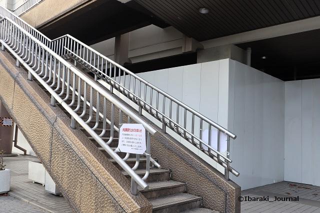 市民会館そば歩道橋階段IMG_8249